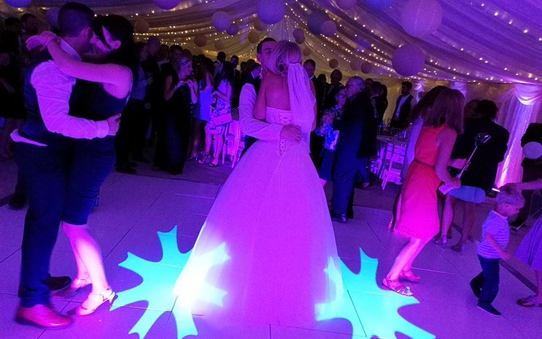 Wedding DJ & Mobile Disco In Winchester, Hampshire - Party Dexx